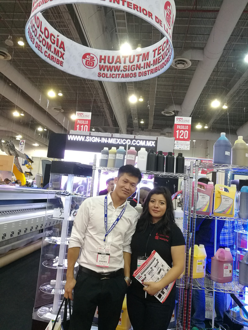 Chery take photos with customers 2